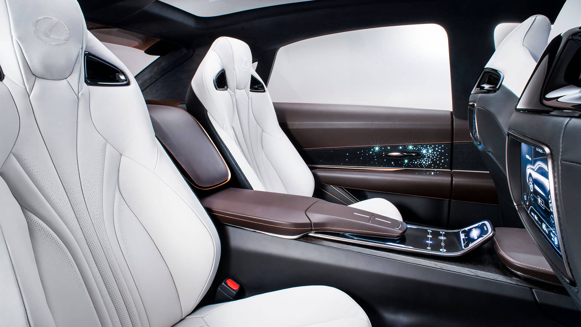 Lexus LQ 2022